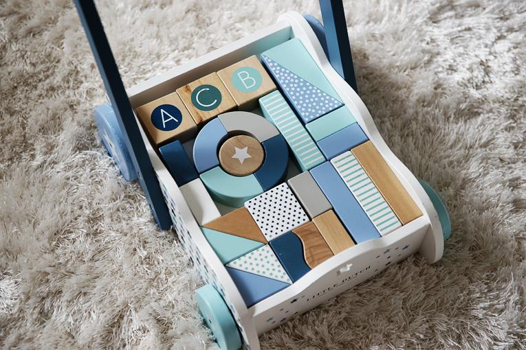 dřevěné hračky, dřevěný vozík Little Dutch Tiamo