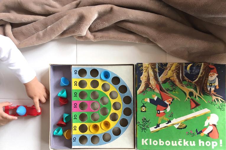 Hračky, aktivity pro dvouleté děti, zábavné aktivity pro děti, hračky pro dvouleté děti, kloboučku hop
