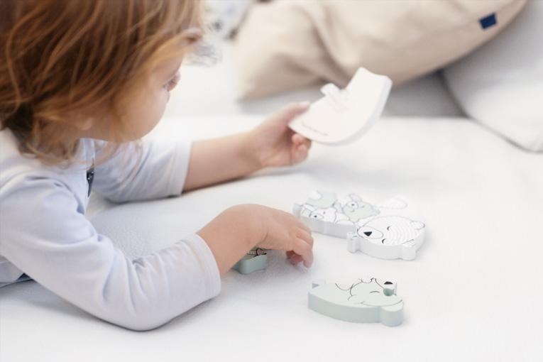 Hračky, aktivity pro dvouleté děti, zábavné aktivity pro děti, hračky pro dvouleté děti, dřevěné puzzle, Bloomingville