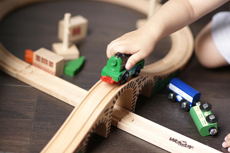 Hračky, aktivity pro dvouleté děti, zábavné aktivity pro děti, hračky pro dvouleté děti, modely bmw, autíčka, bmw lifestyle