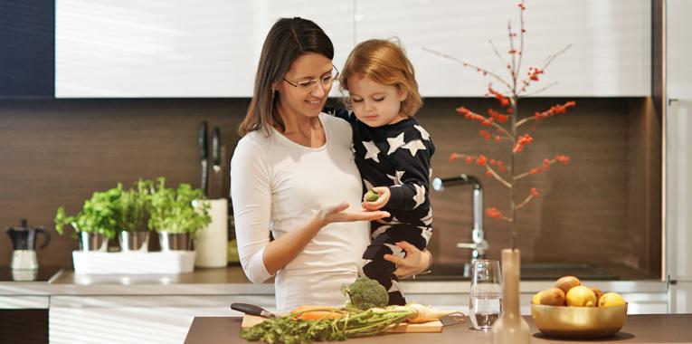 příkrmy, jídlo do tlapky, pevná strava, výživa dětí, batolecí jídelníček