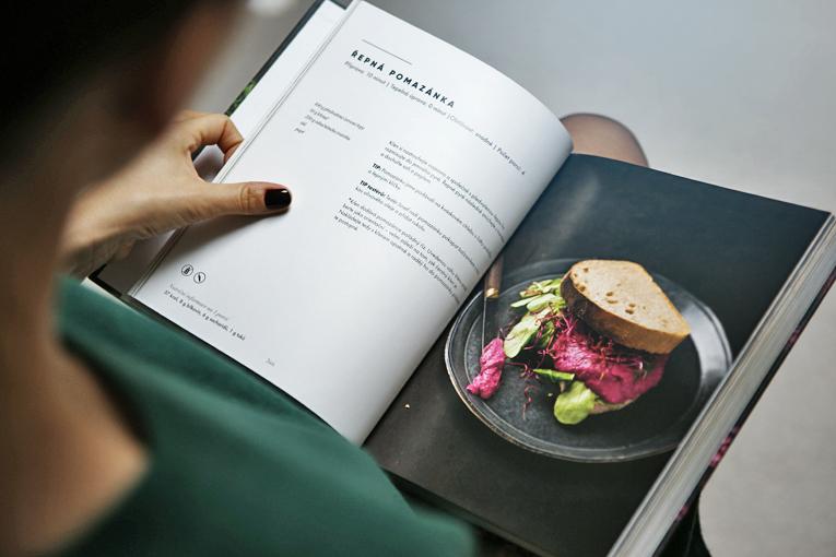 Soutěž, kuchařka, Jíme zdravě, Fitrecepty, zdravý životní styl, vaření podle sezónních potravin, sezónní potraviny, Jíme zdravě po celý rok, řepná pomazánka