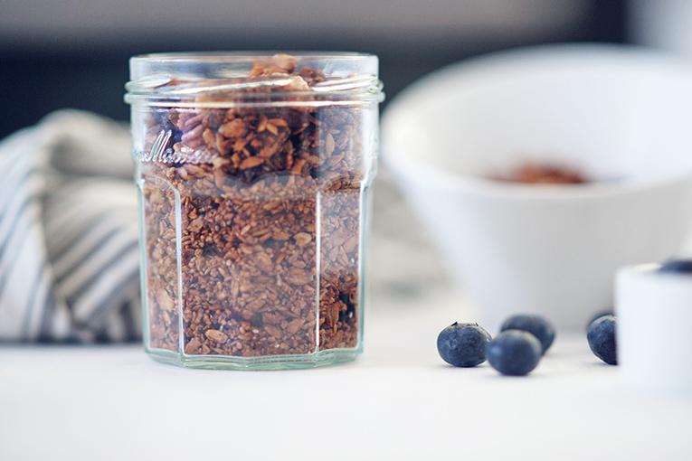 domácí kakaová granola, zdravá granola, snídaně
