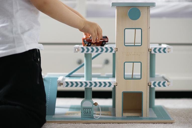 Patrové garáže Little Dutch, dřevěné hračky pro děti, aktivity pro tříleté děti